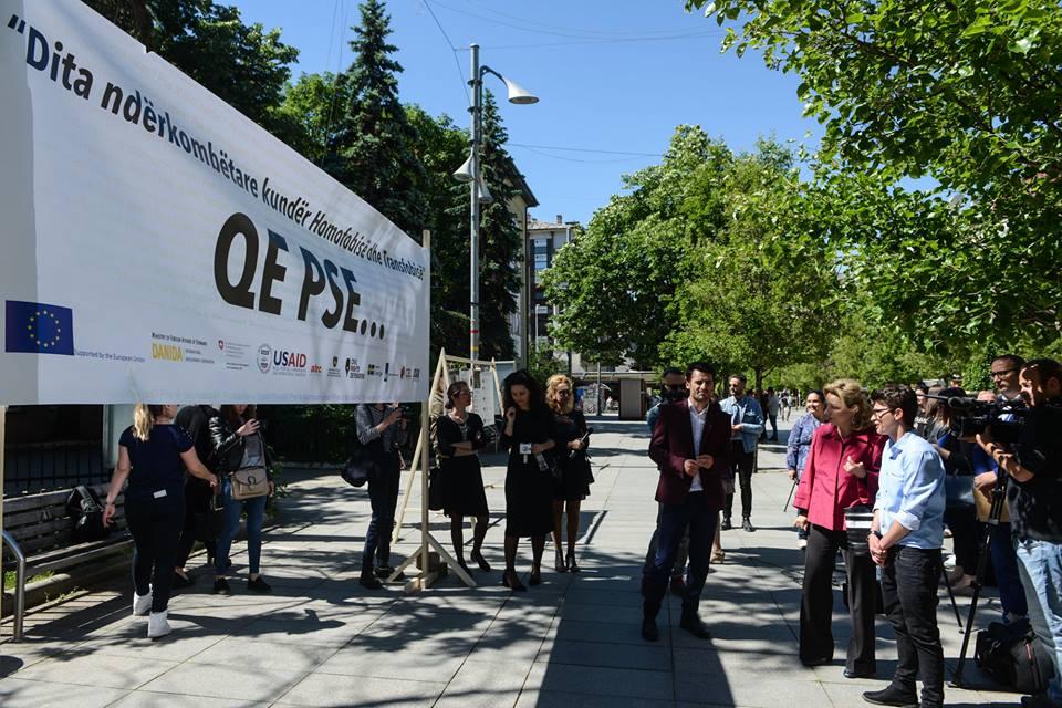 32684977_1915188185167095_4703262877321003008_n 'Hitleri dhe Enver Hoxha iu dalin hak', hapet ekspozita me gjuhën e urrejtjes ndaj komunitetit LGBT